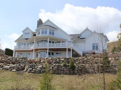 Vivienda unifamiliar for sales at Coastal Ridge #9 5192 Coastal Drive Bay Harbor, Michigan 49770 Estados Unidos