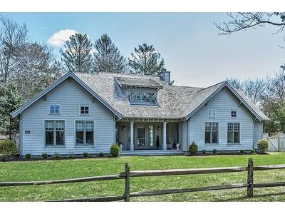 Maison unifamiliale for sales at Remsenburg Retreat 42 Halsey Road Remsenburg, New York 11960 États-Unis