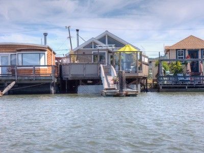 獨棟家庭住宅 for sales at Waterfront Cape Cod Charmer 21 Boardwalk One Larkspur, 加利福尼亞州 94939 美國