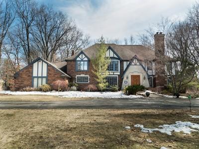 Vivienda unifamiliar for sales at Bloomfield 911 Timberlake Drive Bloomfield, Michigan 48302 Estados Unidos