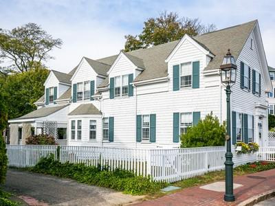 Частный односемейный дом for sales at North Water Street, Edgartown 124 North Water Street  Edgartown, Массачусетс 02539 Соединенные Штаты