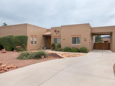 独户住宅 for sales at Sophisticated Santa Fe Style 170 Roca Roja Rd Sedona, Arizona 86351 United States
