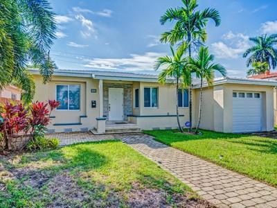 一戸建て for sales at 1440 Marseille Dr   Miami Beach, フロリダ 33141 アメリカ合衆国