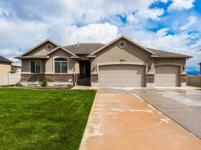 Nhà ở một gia đình for sales at Gorgeous Rambler 5666 W Evening View Dr Herriman, Utah 84096 Hoa Kỳ