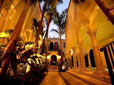 Nhà ở một gia đình for sales at 1350 Collins Ave.  Miami Beach, Florida 33139 Hoa Kỳ