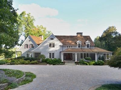 Villa for sales at Chip Shot To The Green 10 Humble Lane  Weston, Connecticut 06883 Stati Uniti