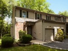 Villetta a schiera for sales at Lovely End Unit Townhome. 6 Allison Court Allendale, New Jersey 07401 Stati Uniti