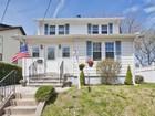 Maison unifamiliale for sales at Charming Colonial 1248 Schmidt Avenue Union, New Jersey 07083 États-Unis