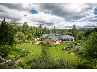 Vivienda unifamiliar for sales at 521 Redmond Fall City Rd SE    Redmond, Washington 98053 Estados Unidos