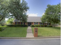 Maison unifamiliale for sales at 6909 Tumbling Trail    Fort Worth, Texas 76116 États-Unis