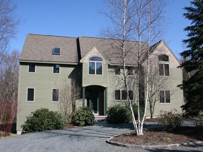 Maison unifamiliale for sales at Beautiful 3 Bedroom Home 985 Olde Farms Road Grantham, New Hampshire 03753 États-Unis