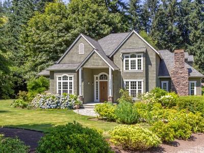 Nhà ở một gia đình for sales at Comfortably Elegant Shingled Style 9118 NE Hidden Cove Rd  Bainbridge Island, Washington 98110 Hoa Kỳ