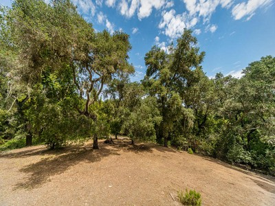 Đất đai for sales at SPECTACULAR WEST SIDE ATASCADERO ESTATE PARCEL 13300 Santa Ana Road Atascadero, California 93422 Hoa Kỳ