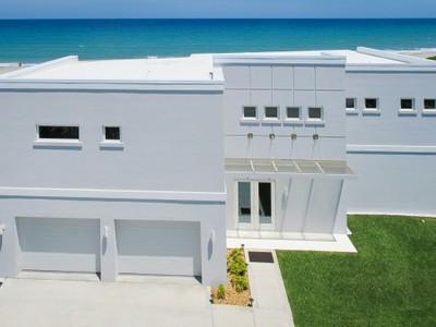 Maison unifamiliale for sales at Custom Built Oceanfront Home 1611 Atlantic Street Melbourne Beach, Florida 32951 États-Unis