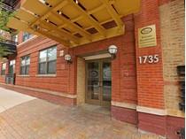 Кооперативная квартира for sales at Spacious Top Floor At Regal Lofts 1735 W. Diversey Unit 612   Chicago, Иллинойс 60614 Соединенные Штаты