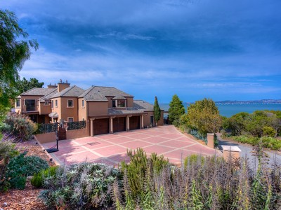 Maison unifamiliale for sales at Magnificent Family Estate 16 Cibrian Drive  Tiburon, Californie 94920 États-Unis