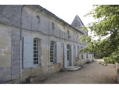 Vineyard for sales at Beautiful 24 ha property Bordeaux Bordeaux, Aquitaine 33230 France