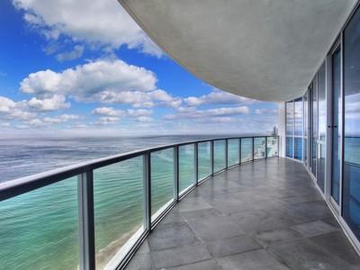 Condominio for sales at Ocean Palms 3101 S Ocean Dr. Unit 2208 Hollywood, Florida 33019 Estados Unidos