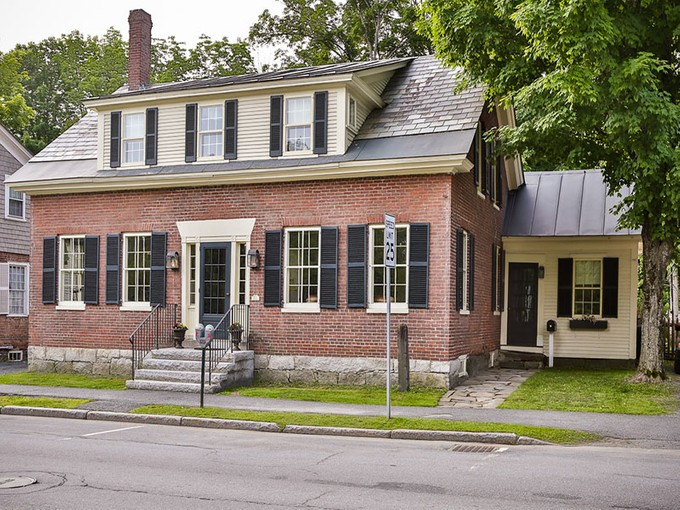 Einfamilienhaus for sales at Historic Brick Cape 77 Central Street   Woodstock, Vermont 05091 Vereinigte Staaten