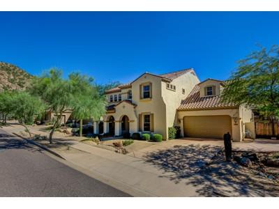 단독 가정 주택 for sales at Stunning Meticulously Cared For Home With Amazing Attention To Detail 2609 W Via Vista  Phoenix, 아리조나 85086 미국