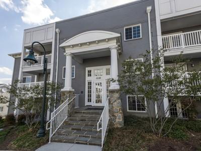 Condominium for sales at 4149 Four Mile Run Drive 204, Arlington 4149 Four Mile Run Dr 204 Arlington, Virginia 22204 United States