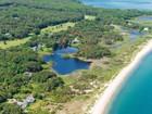 Maison unifamiliale for  sales at Mink Meadows Beach House 337 Golf Club Road Vineyard Haven, Massachusetts 02539 États-Unis