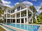 Maison unifamiliale for  sales at 3835 Carole Court    Miami, Florida 33133 États-Unis