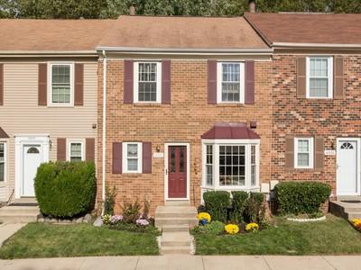 Townhouse for sales at Lanham 10328 Broom Ln Lanham, Maryland 20706 United States