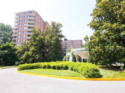 콘도미니엄 for sales at Wesley Heights 4201 Cathedral Avenue Nw 1224W Washington, 컬럼비아주 20016 미국
