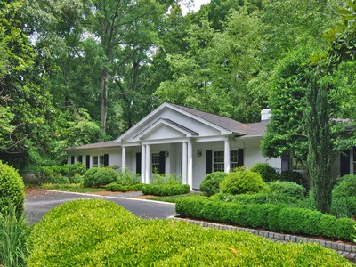 獨棟家庭住宅 for sales at Fantastic Home With Modern Flair 1641 Mount Paran Road Atlanta, 喬治亞州 30327 美國