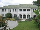 Casa Unifamiliar for  sales at Splendid Manor Home 187 Vaccaro Rd   Cresskill, Nueva Jersey 07626 Estados Unidos