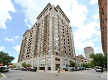 Kat Mülkiyeti for sales at Penthouse Duplex in River North! 849 N Franklin Street, Unit 1607   Chicago, Illinois 60610 Amerika Birleşik Devletleri