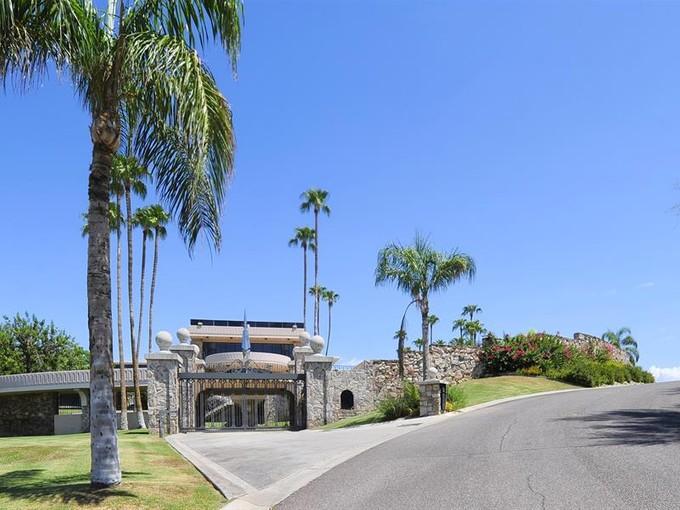 Villa for sales at Magnificent Paradise Valley Hillside Estate 6112 N Paradise View Drive  Paradise Valley, Arizona 85253 Stati Uniti