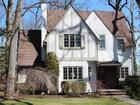 단독 가정 주택 for  sales at Lovely Colonial In The Ridge School Area. 344 Grandview Circle Ridgewood, 뉴저지 07450 미국