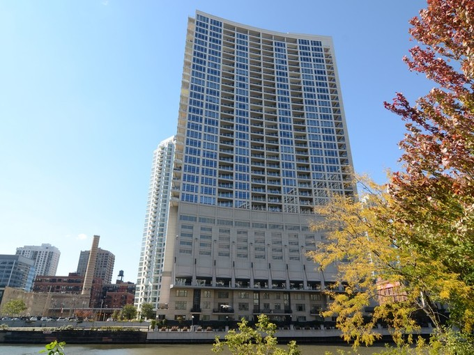 Condominium for sales at Great Unit at Luxurious Riverbend Building! 333 N Canal Street Unit 2103 Chicago, Illinois 60606 United States