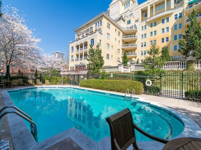 共管物業 for sales at Elegant Buckhead Living 2500 Peachtree Road NW #605S Atlanta, 喬治亞州 30305 美國