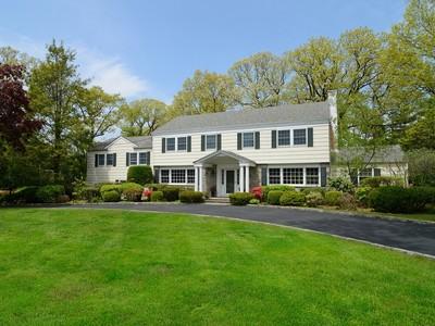 Vivienda unifamiliar for sales at Picture perfect Colonial 67 Muchmore Rd Harrison, Nueva York 10528 Estados Unidos