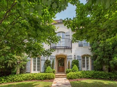 Maison unifamiliale for sales at Exquisite Brookhaven Home In Sarah Smith District 880 Buckhead Trace Atlanta, Georgia 30342 États-Unis
