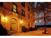 Coopérative for sales at Hudson Heights Pre-War 2-3 BR 880 West 181st Street 3D   New York, New York 10033 États-Unis