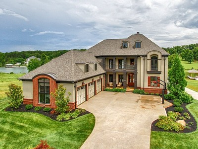 Maison unifamiliale for sales at Waterfront Home in Lake Cove 1636 Yachtsman Way Knoxville, Tennessee 37922 États-Unis