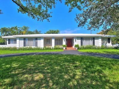 Casa para uma família for sales at 4800 ORDUNA DR  Coral Gables, Florida 33146 Estados Unidos