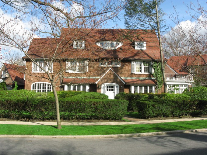 "Moradia for sales at ""STATELY COLONIAL"" 65 Tennis Place , Forest Hills Gardens Forest Hills, Nova York 11375 Estados Unidos"