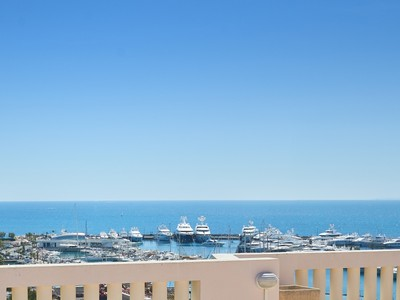 Appartamento for sales at Penthouse with large roof top terrace  Cannes, Provenza-Alpi-Costa Azzurra 06400 Francia