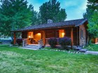 단독 가정 주택 for sales at Gorgeous log cabin on 2.77 acres in Levan. 390 South 550 East Levan, 유타 84639 미국