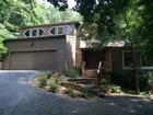 Casa para uma família for  rentals at Mountain-Top Oaisis in Vinings 3357 Cochise Drive SE Atlanta, Geórgia 30339 Estados Unidos