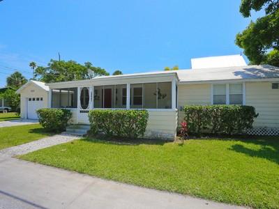 Maison unifamiliale for sales at ANNA MARIA ISLAND 9206  Gulf Dr Anna Maria, Florida 34216 United States