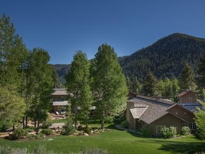 단독 가정 주택 for sales at Unrivaled Mountain Home 508 N Canyon Run Blvd Ketchum, 아이다호 83340 미국