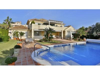 Частный односемейный дом for sales at Impeccable villa with excellent qualities Santa María Golf Marbella, Андалусия 29600 Испания