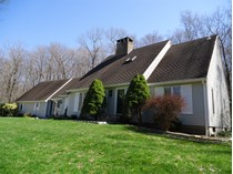 Einfamilienhaus for sales at Spacious Cape! 25 Middlebrook Lane   Ridgefield, Connecticut 06877 Vereinigte Staaten