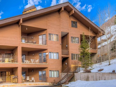 Condominium for sales at Great location!! Walk to Deer Valley Ski Resort! 2700 Deer Valley Drive B109 Park City, Utah 84060 United States